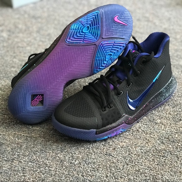 buy online 64cfd b821a Nike Kyrie 3 Flip the Switch sz 6Y or 7.5 wmns NWT